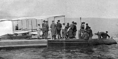 Le canot Martini-I de Cuénod va tenter de tracter le planeur sur le Léman (10.1905)