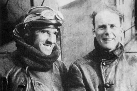 Joseph Thoret et Robert Bajac, pilotes d'Air-Union, sur le terrain du Fayet en janvier 1928 après un vol autour du Mont-Blanc.
