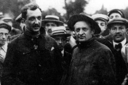 Armand et Henri Dufaux le 28 août 910 à l'arrivée de la traversée du lac Léman dans sa plus grande longueur, à la Gabiule (Genève).