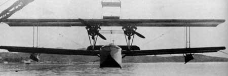 Vue frontale d'un hydravion bimoteur Leo H-13 des années 20-30