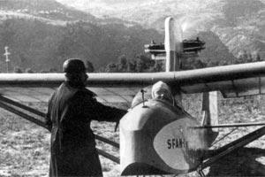 Thoret, à gauche, et Blazy dans le SFAN 1, surmonté de son moteur de 25cv (1935).