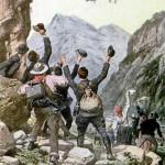 Des alpinistes saluent Georges Chavez, premier aviateur à franchir les Alpes sur son monoplan Blériot.