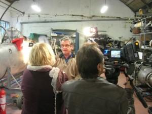 Le président des Ailes anciennes de Haute-Savoie Eric Pervé devant la caméra de France 3 Alpes, samedi 12 octobre.