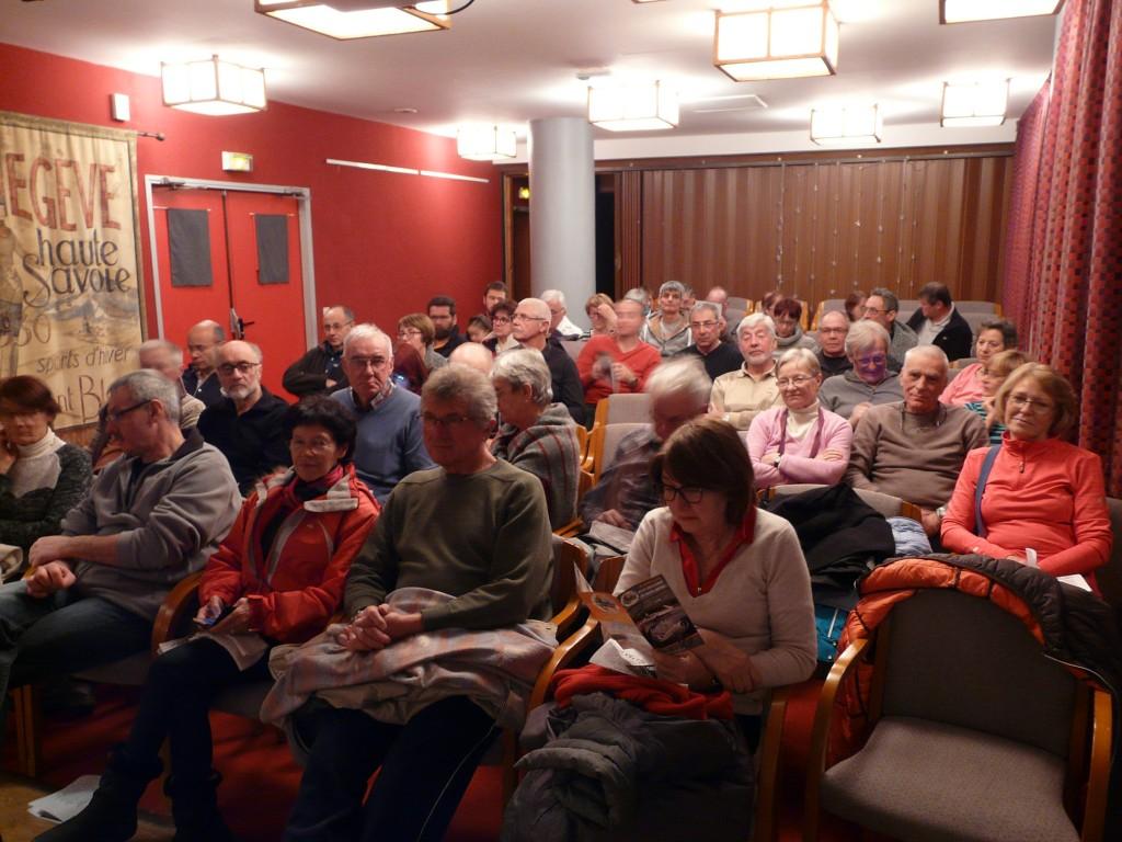 Le public venu assister à la conférence de Daniel Roche, expert des deux crashs d'Air India survenus au Mont-Blanc à seize années d'intervalle. Le 26 janvier 2017 à Megève (Haute-Savoie).