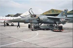 Le Mirage F1 CT n°220 en opération, et visible aux Ailes anciennes de Haute-Savoie.