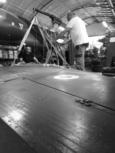 Essai de levage de l'aile droite du Mirage F1-CT n°220, samedi 30 mai à Excenevex.