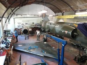 L'atelier est prêt pour l'opération de fixation de ailes de la « Fléchette », surnommé donné au Mirage F1.